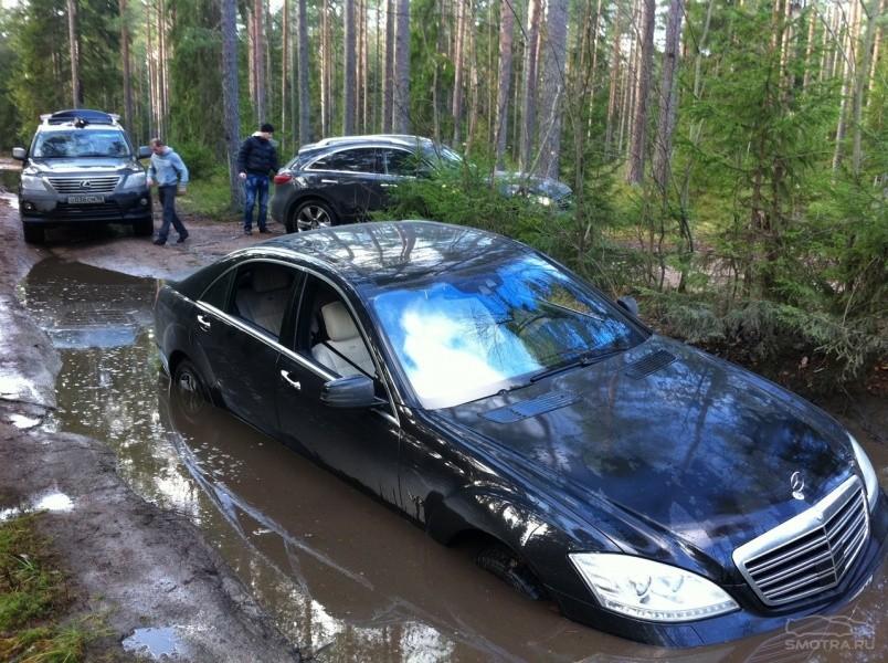 Застрял седан в Москве